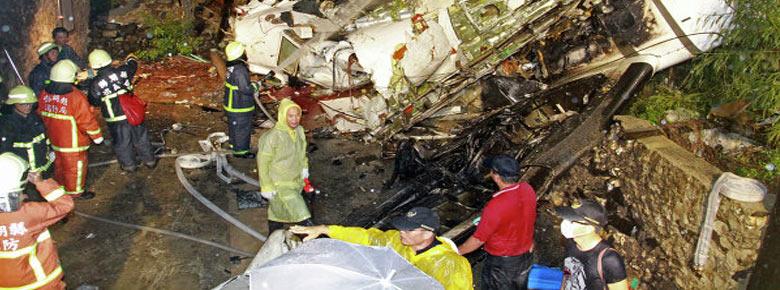 51 человек погиб в результате крушения во время посадки самолёта ATR-72 авиакомпании TransAsia Airways в Тайвани
