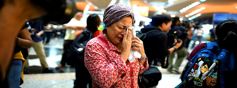 Родственники жертв крушения Boeing 777 Malaysia Airlines рейса МН17 в Украине