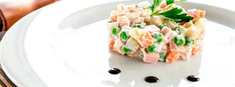 Твёрдая тарелка и несвежее оливье