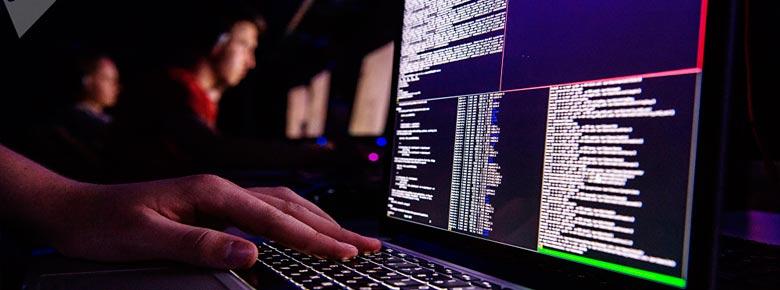 По данным страховщиков, ущерб от кибератак по всему миру ежегодно составляет от $600 млрд. до $1 трлн.