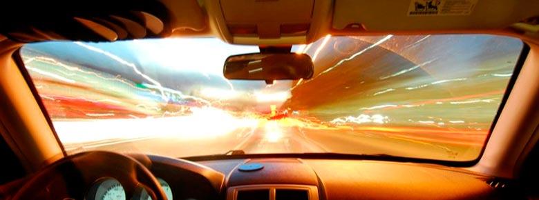 Обязательно ли клеить специальный знак к полису ОСАГО на лобовое стекло авто