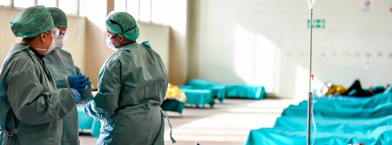 Обязательное страхование медработников от инфекций в Украине не должно зависеть от источника их финансирования